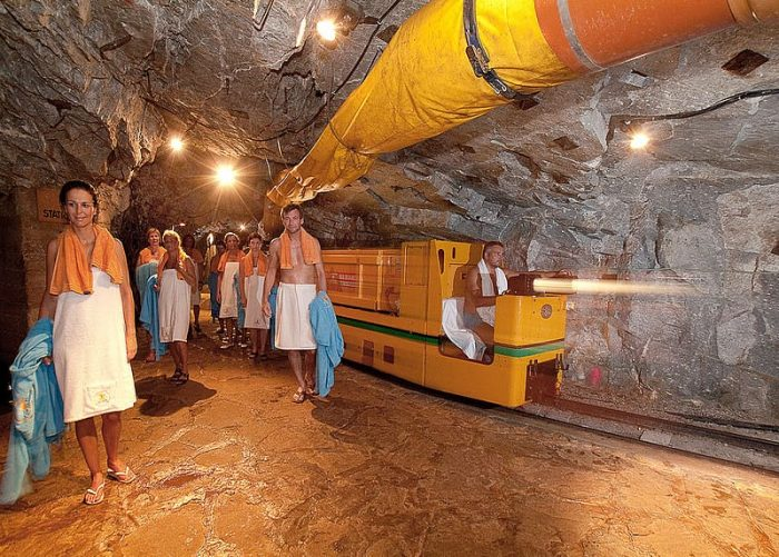 people come from far and wide to sleep in this cave after spending millions of rupees1 min - Trishul News Gujarati Breaking News