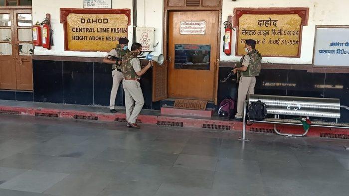 a mock drill was held at dahod railway station where terrorists had infiltrated min - Trishul News Gujarati Breaking News