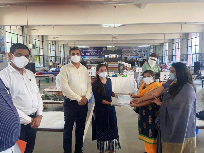 a large donation made by a retired female professor for serving workers surat trishulnews1 » Trishul News Gujarati Breaking News surat