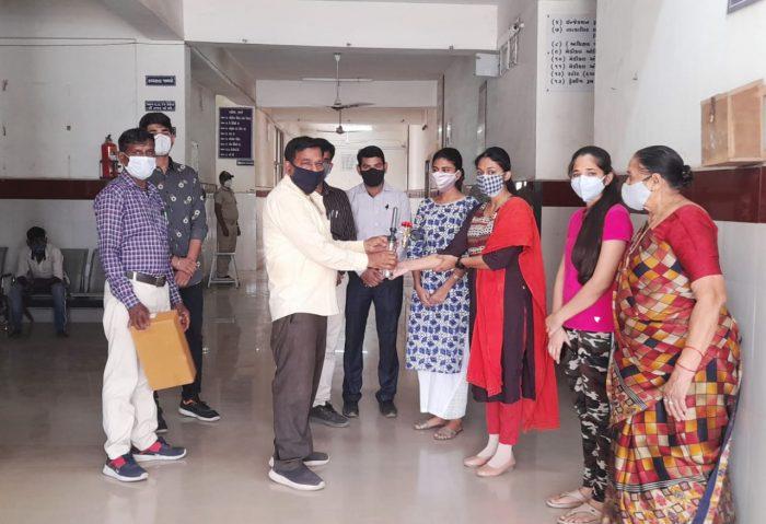 donation of five oxygen regulator kits to covid 19 care center trishulnews2 » Trishul News Gujarati Breaking News