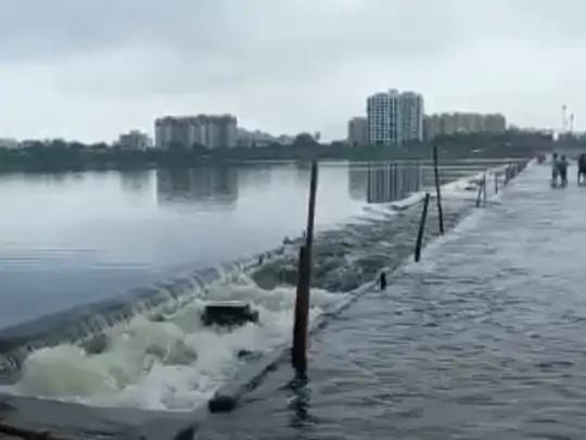 rain in surat surface of ukai dam reaches 341 feet discharge of 53 thousand cusecs of water trishulnews2 - Trishul News Gujarati Breaking News gujarat, rain, smart city surat, surat, અતિભારે વરસાદ, ગુજરાત, જળબંબાકાર, દક્ષીણ ગુજરાત, સુરત