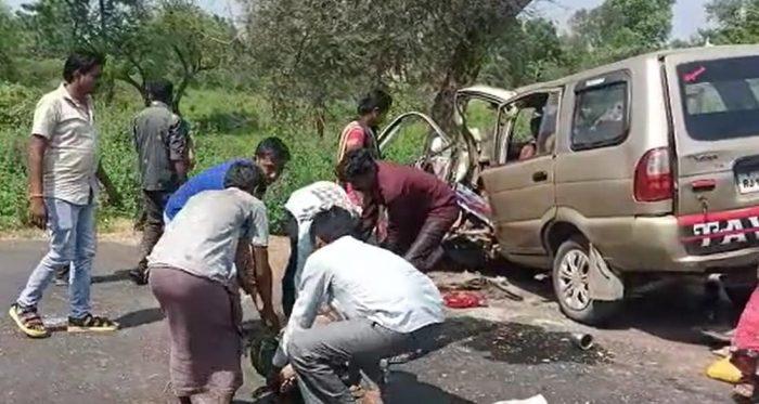 tavera accident khanpur limadia highway mahisagar1 - Trishul News Gujarati Breaking News accident, Accident in Gujarat, gujarat, mahisagar, અકસ્માત, ગંભીર અકસ્માત, ગમખ્વાર અકસ્માત, ગુજરાત, ગોજારો અકસ્માત, મધ્ય ગુજરાત, મહીસાગર