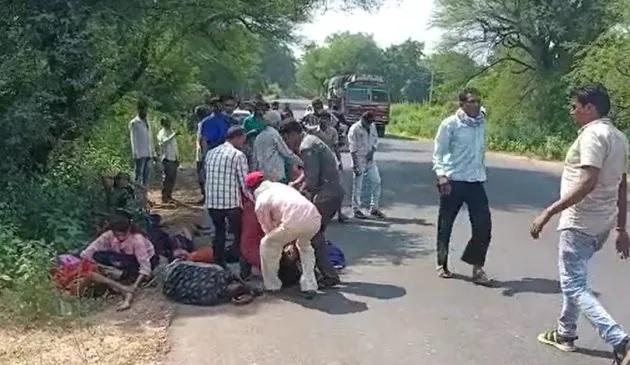 tavera accident khanpur limadia highway mahisagar2 - Trishul News Gujarati Breaking News accident, Accident in Gujarat, gujarat, mahisagar, અકસ્માત, ગંભીર અકસ્માત, ગમખ્વાર અકસ્માત, ગુજરાત, ગોજારો અકસ્માત, મધ્ય ગુજરાત, મહીસાગર